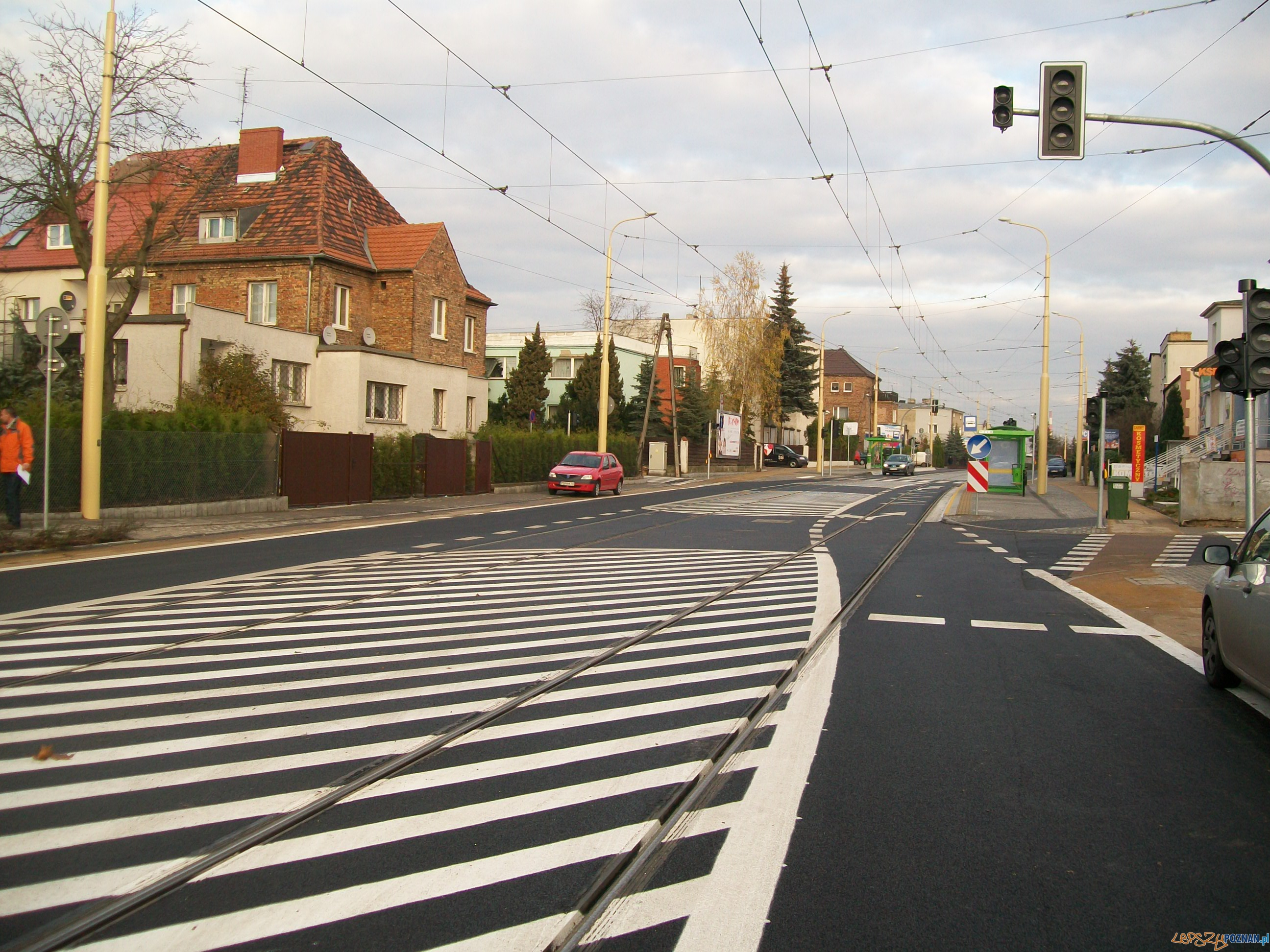ul. Winogrady - nowy asfalt, nowa zieleń, nowe zasady ruchu.  Foto:
