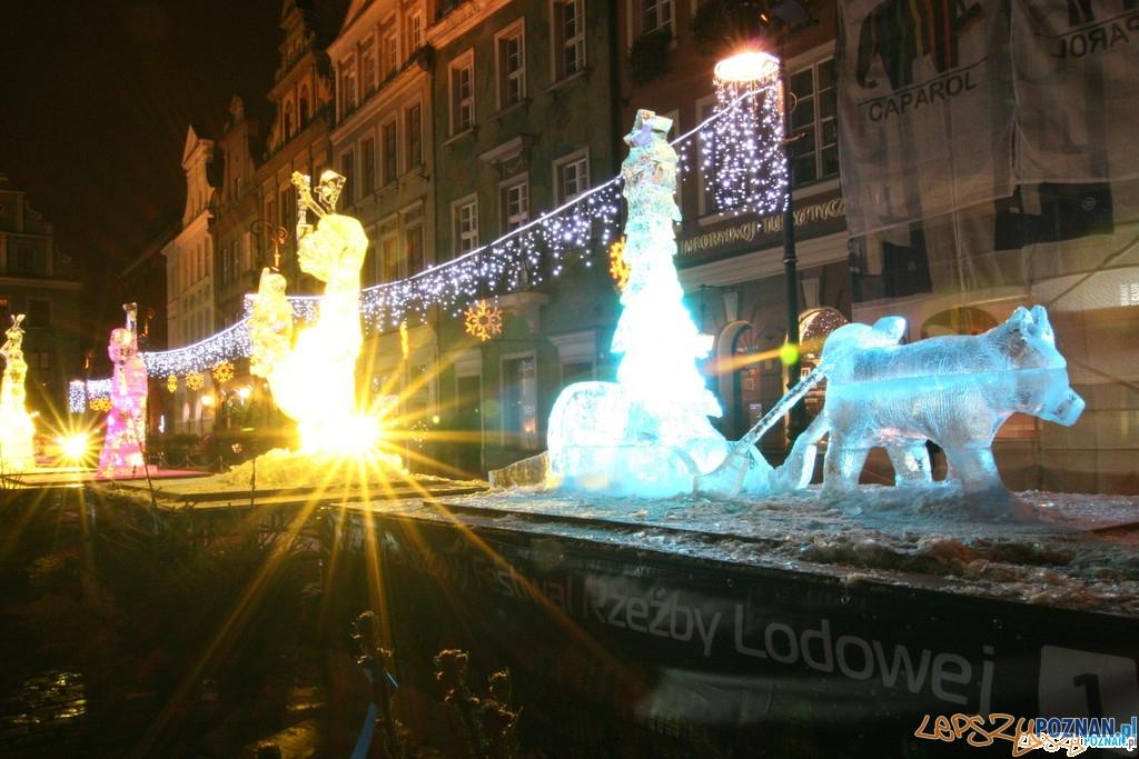 Festiwal Rzeźby Lodowej - Wieczorem nabierają barw  Foto: