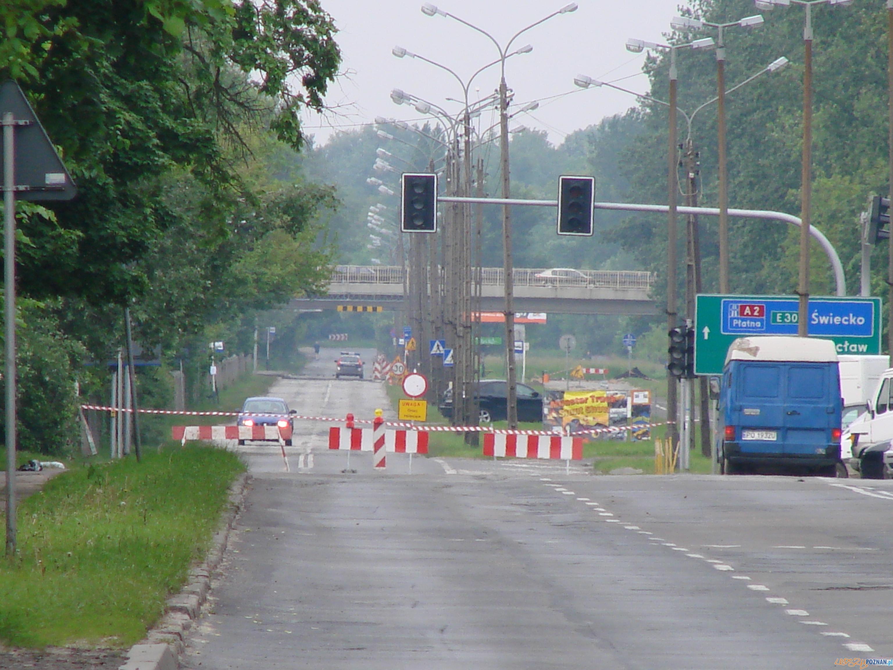 zamknięta Droga Dębińska (zdjęcie z maja 2010 - powódź)  Foto: lepszyPOZNAŃ/archiwum