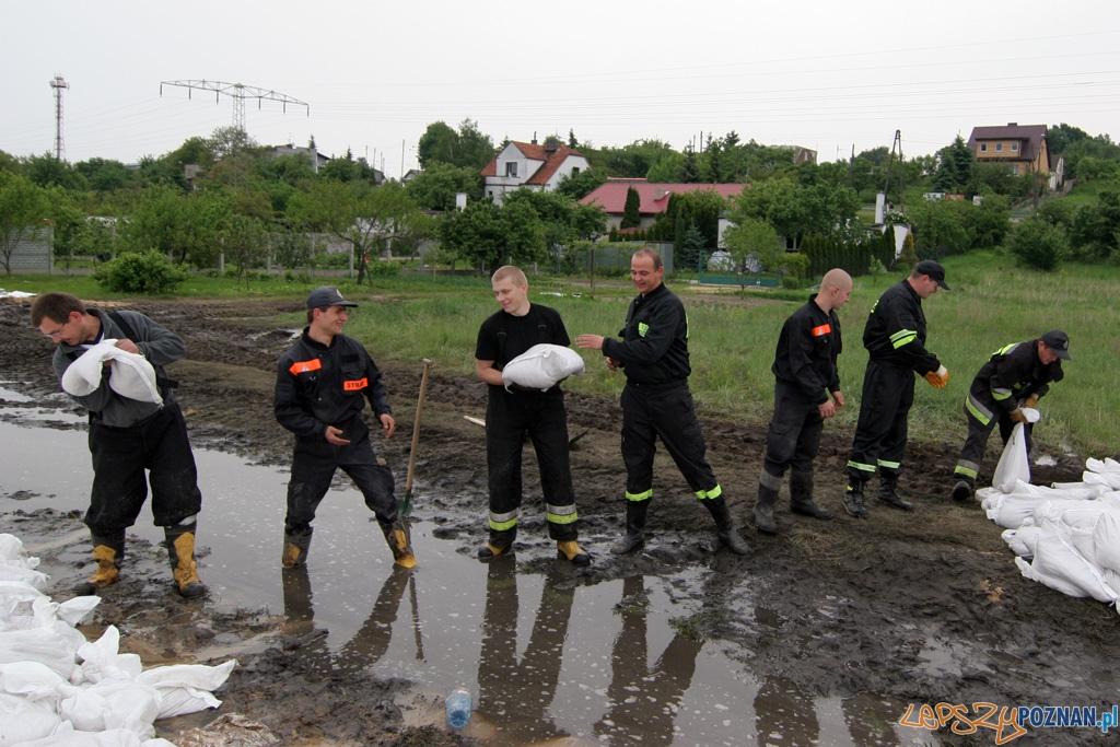 foto: lepszyPOZNAN - fala kulminacyjna - Starołęka - drużyna OSP Kostrzyn Wlkp.  Foto: