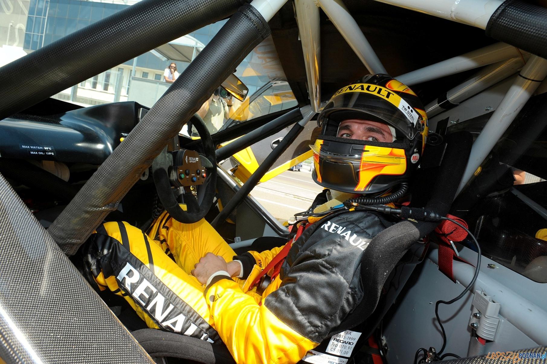 Robert Kubica za kierownicą Renault Megane Trophy_2  Foto: Renault