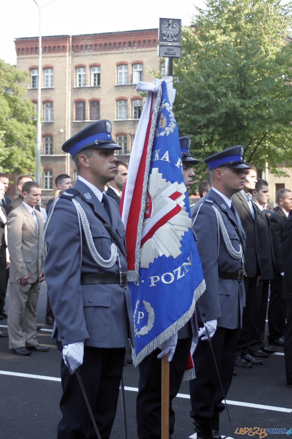 Ślubowanie nowych policjantów - Poznań 09.08.2010 r.  Foto: Paweł Rychter
