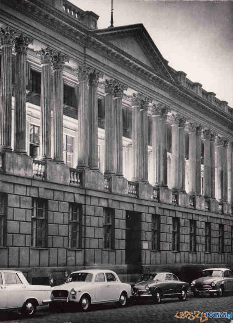 Biblioteka Raczyńskich lata 60 -te  Foto: fotopolska