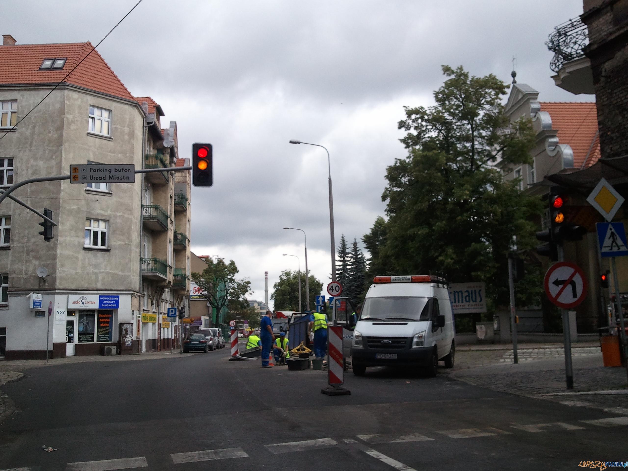 Prace i zwężenie na Mostowej  Foto: lepszyPOZNAN.pl / gsm