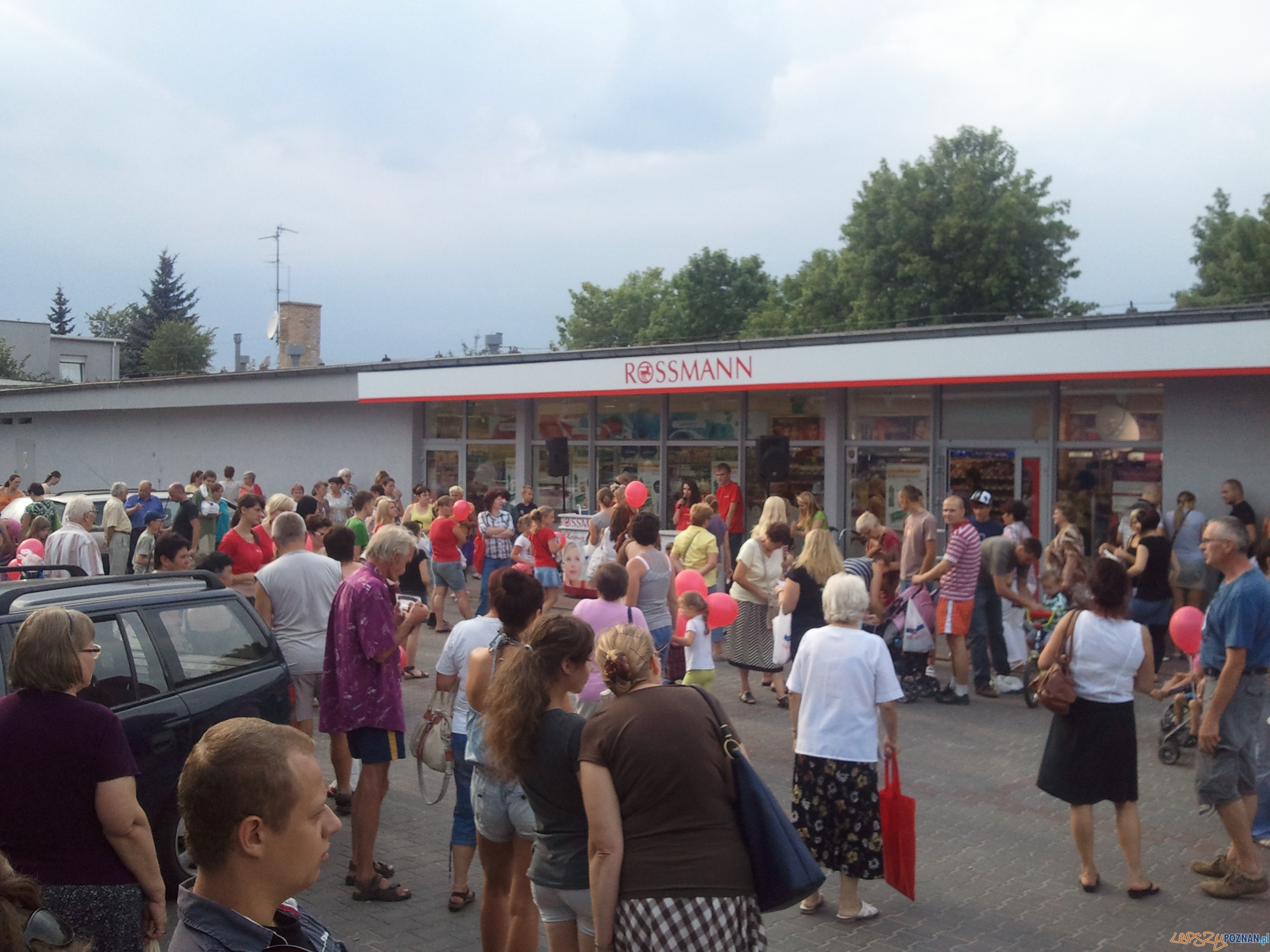 Otwarcie nowego sklepu na osiedlu Warszawskim  Foto: lepszyPOZNAN.pl / gsm
