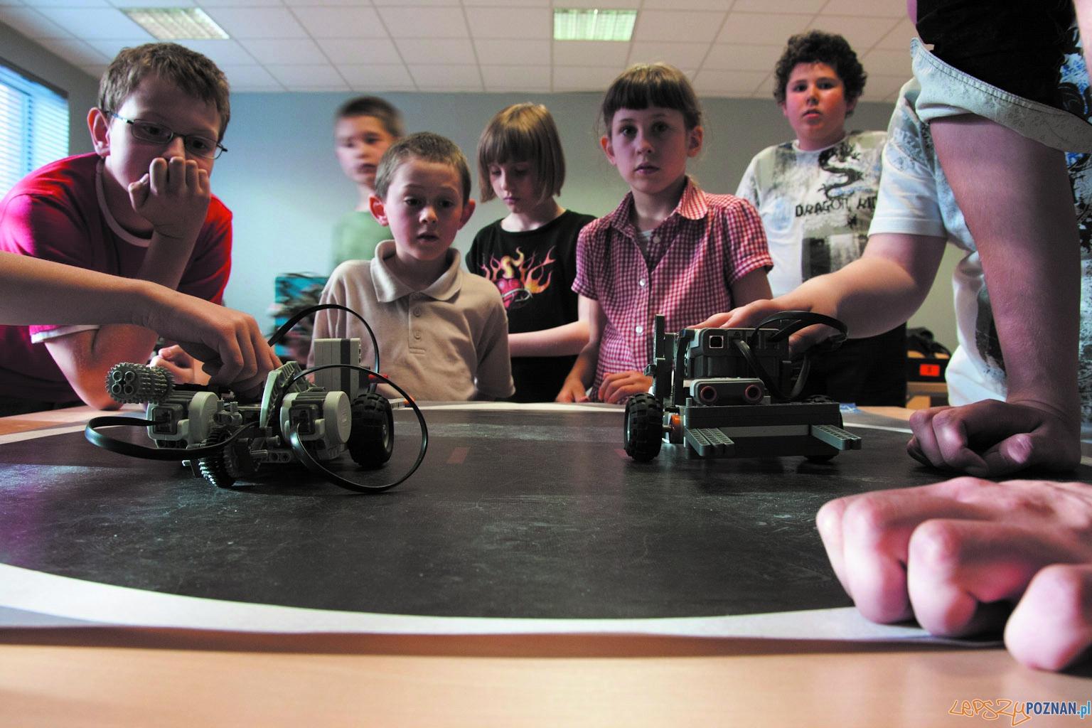 Uniwersytet dla Dzieci_zabawa robotami  Foto:
