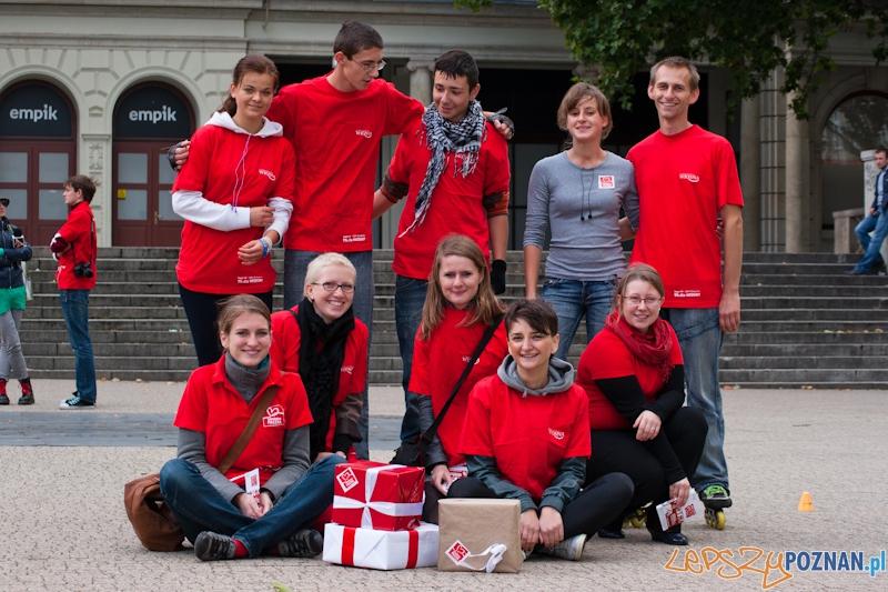 Szlachetna Paczka poszukuje wolontariuszy na Placu Wolności - Poznań 07.10.2011 r.  Foto: LepszyPOZNAN.pl / Paweł Rychter