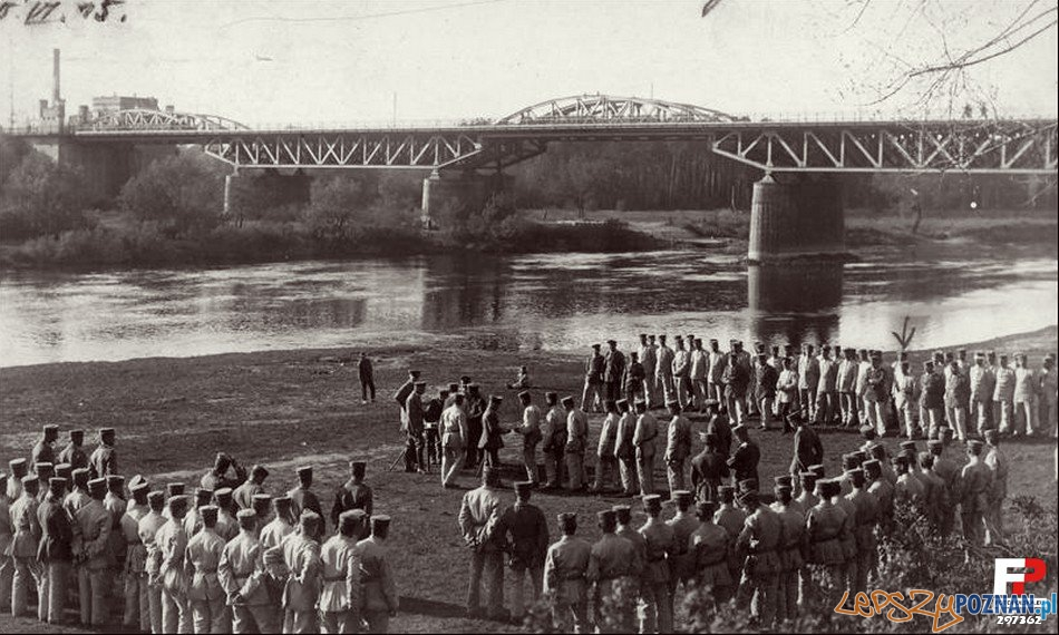 Wręczenie odznaczeń Regimentu Poznańskiego, 15 czerwca 1915 Most Starołęcki (Dębiński)  Foto: fotopolska.eu