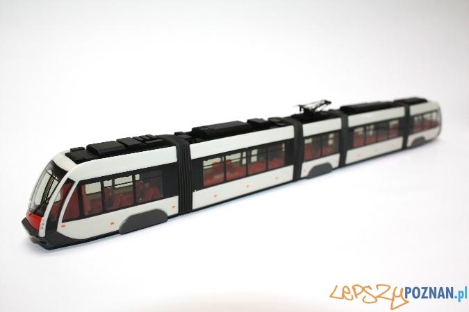 Model tramwaju Solaris Tramino - Zostało wyprodukowanych tylko 1000 sztuk tego modelu, którego dystrybucja odbywa się w sposób limitowany. Prawdziwy rarytas na rynku kolekcjonerskim.   Foto: solaris