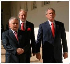 Witold Skowroński z prezydentami: Polski Lechem Kaczyńskim i USA G.W. Bushem  Foto: archiwum
