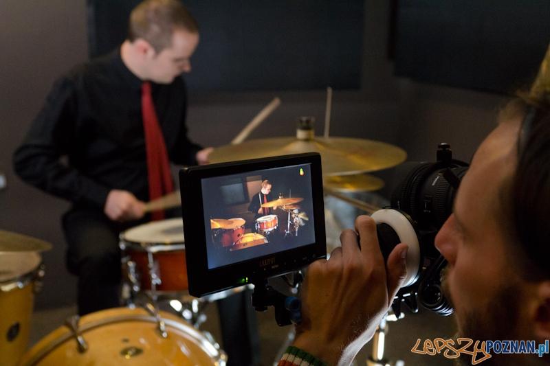 Nagranie teledysku do utworu Kurz zespołu Mokrofon - Adam Romański perkusja  Foto: lepszyPOZNAN.pl / Piotr Rychter
