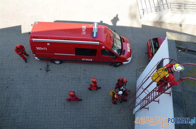 Ćwiczenia Strażaków na Iglicy MTP  Foto: bryg. P. Kołodziejczak