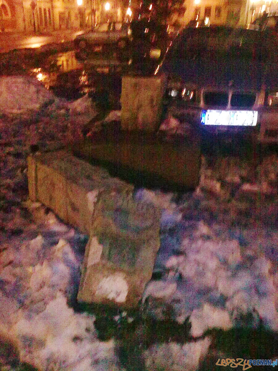 Zniszczona figura na rynku w Kostrzynie  Foto: KatMat