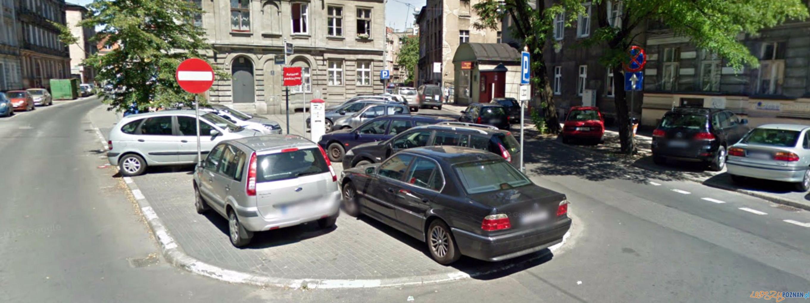 Skwer u zbiegu ul. Rybaki  i Strzałowej  Foto: Google - Streetview