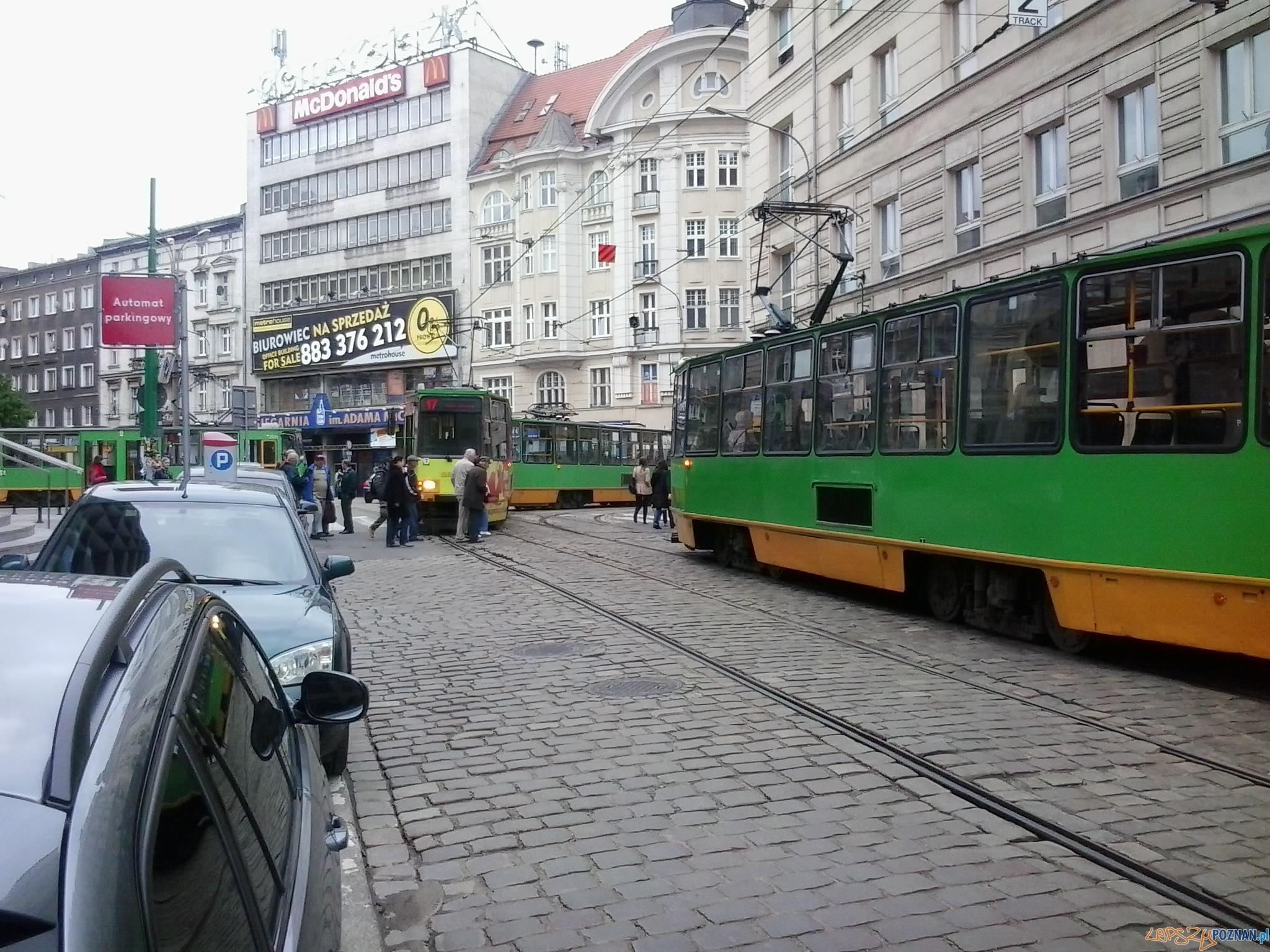 Uszkodzony tramwaj na Fredry / Mielżyńskiego  Foto: Jacek