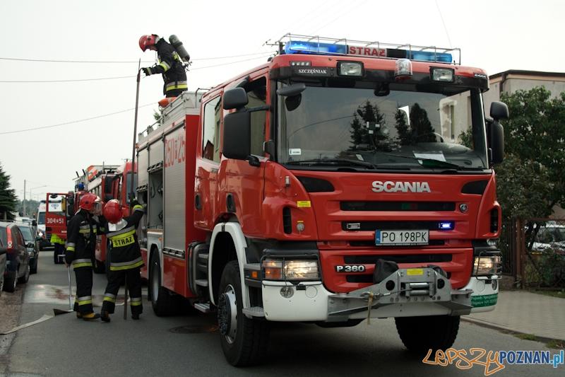 Pożar baraków w Komornikach - 31.08.2013 r.  Foto: