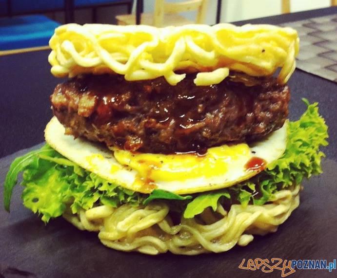 Ramen Burger   Foto: Qlinarny Qń
