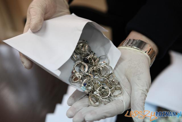 Odzyskana biżuteria  Foto: Komenda Miejska Policji