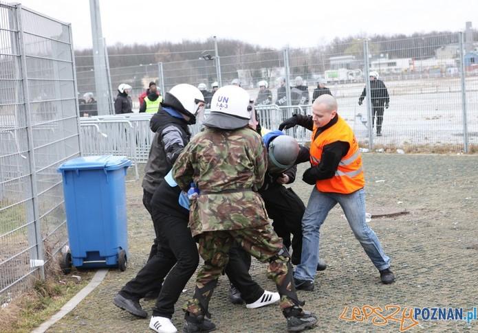Policyjne manewry na Stadionie 7  Foto: materiały policji