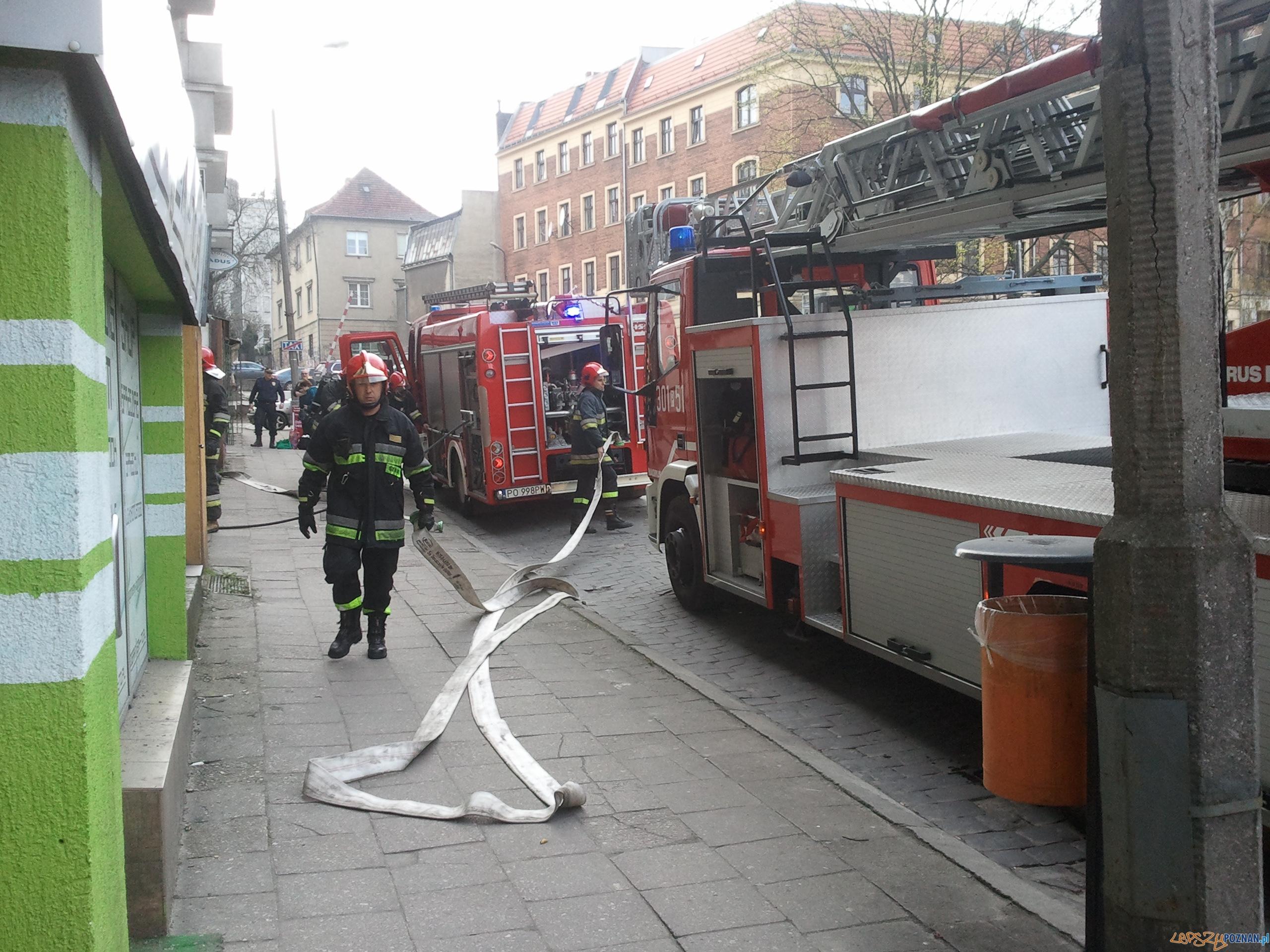 Pracująca Straż Pożarna na ulicy Szymańskiego 8  Foto: Piotr