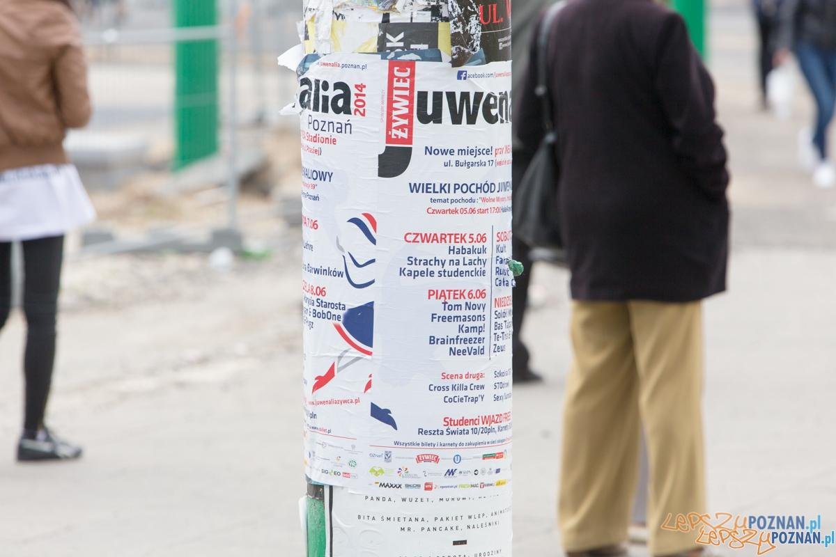 Zaśmiecona teatralka plakatami Juwenaliów  Foto: lepszyPOZNAN.pl / Piotr Rychter
