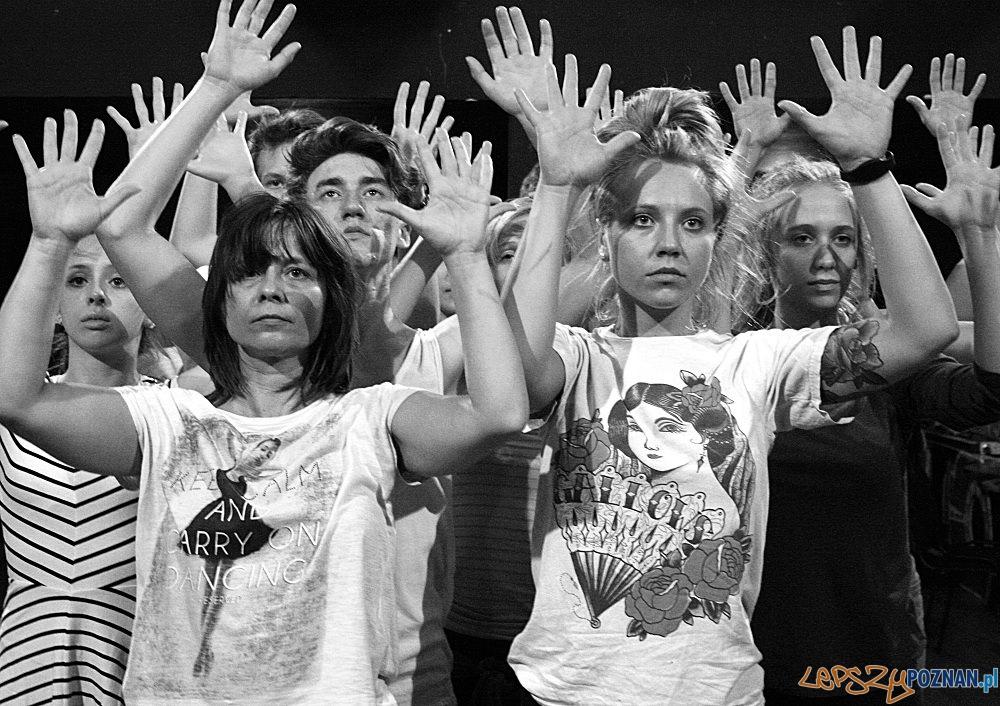"""Jedna z ostatnich prób Teatru Tańca Fleks Step przed premierą spektaklu 'Do-my"""" w choreografii Ewy Sobiak  Foto: GOK SOKÓŁ"""