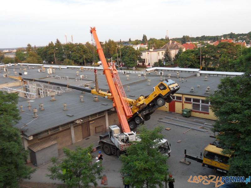 Wywrócony dźwig na osiedlu Pod Lipami (16.07.2014)  Foto: lepszyPOZNAN.pl / Artur Paech