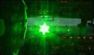 Oślepianie pilotów laserem  Foto: FAA