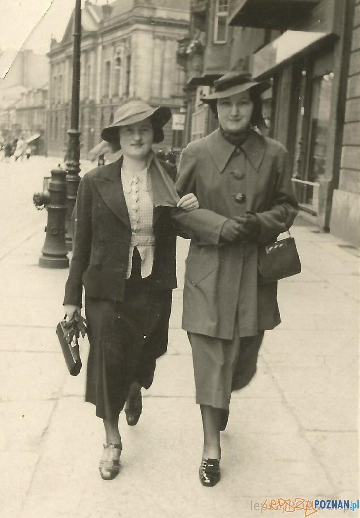 Poznanianki spacerują Alejami Marcinkowskiego - czerwiec 1938  Foto: lepszyPOZNAN.pl / zbiory własne
