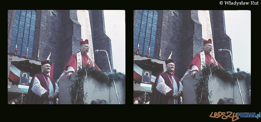 Kardynał Wyszyński przed katedrą poznańską w trakcie obchodów Millennium 1966  Foto: Władysław Rut