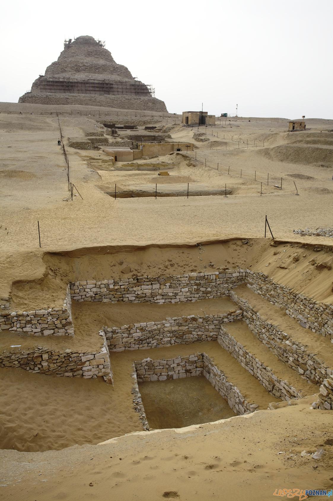 Polskie badania prowadzone są w sąsiedztwie piramidy schodkowej w Sakkarze  Foto: J. Dąbrowski
