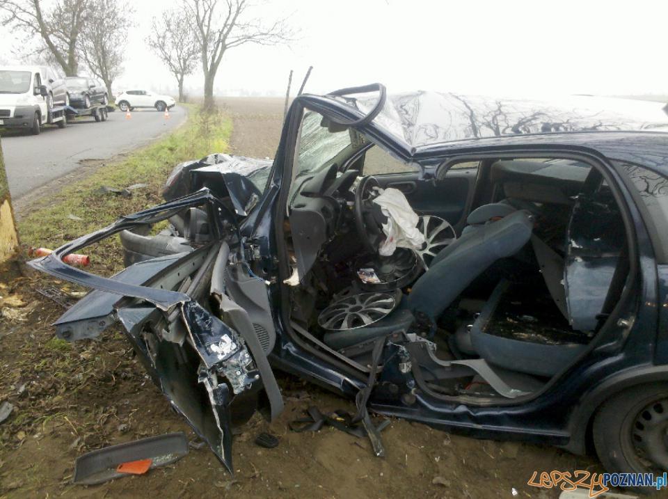 Kolejny groźny wypadek na ul. Kobylepole   Foto: PSP / Michał Jabłoński