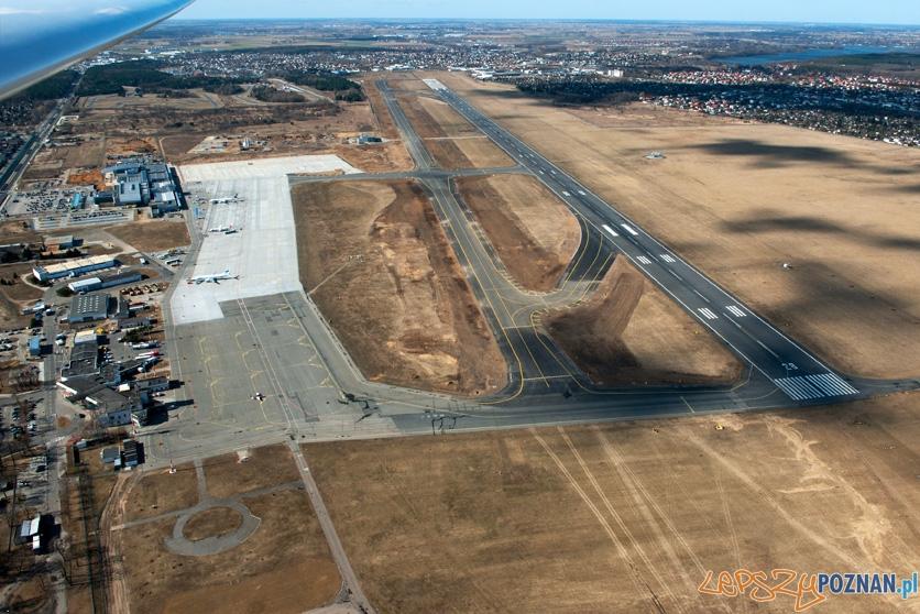 zdjęcie powierzchni  lotniskowych poznańskiego lotniska wykonane po rozbudowie w roku 2012  Foto: AEROFOTO Kaczmarczyk