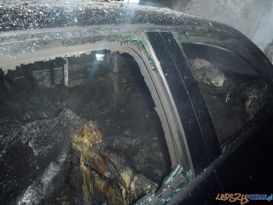 Pożar samochodów na Ratajach  Foto: PSP w Poznaniu / st. str. Wojciech Bycka, mł. kpt. Piotr Łuczak