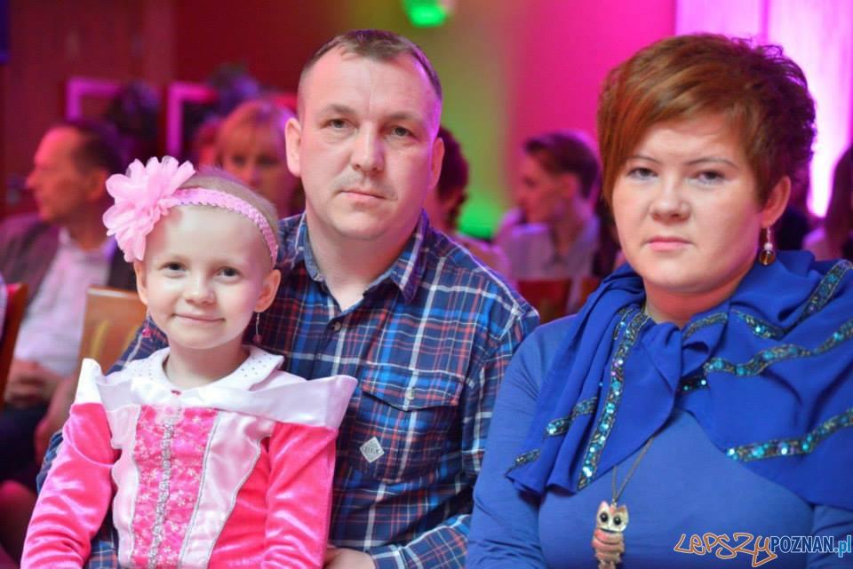 Nikola z rodzicami - październik 2014  Foto: fb.com/PomocDlaNikoliKubiak