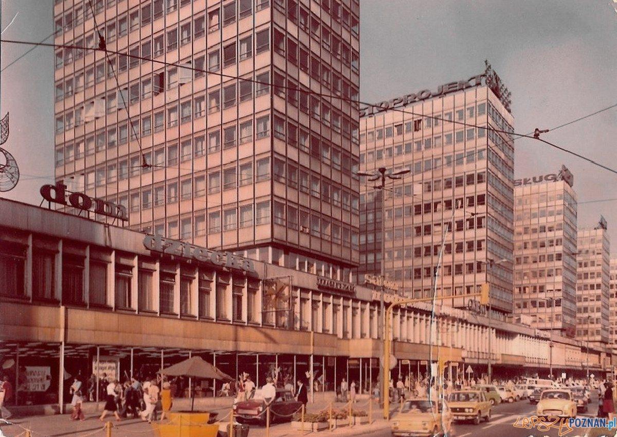 Domy Towarowe Alfa - 1977  Foto: internet