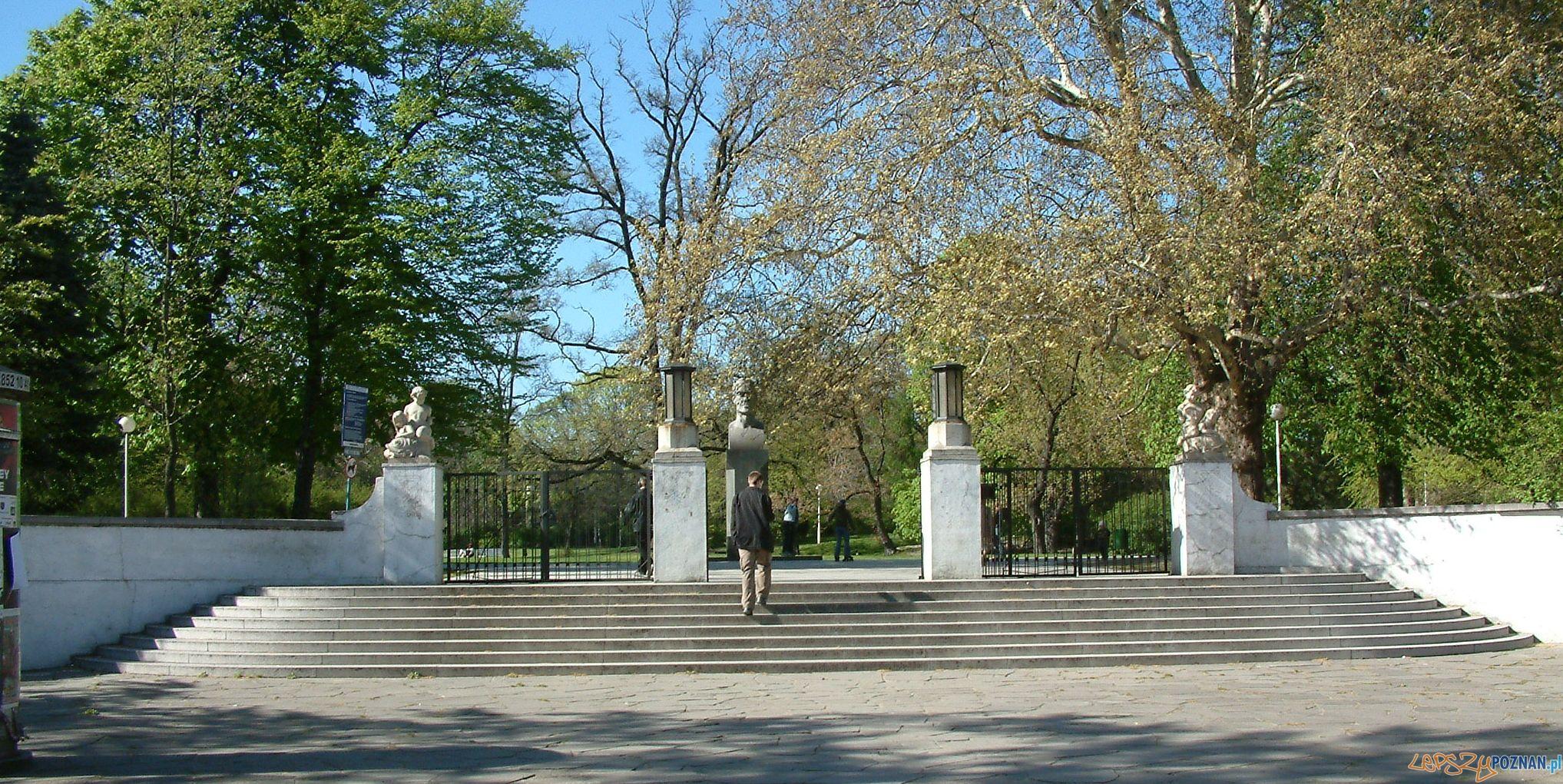 Wejście głowne do Park Wilsona  Foto: Radomil/wikipedia