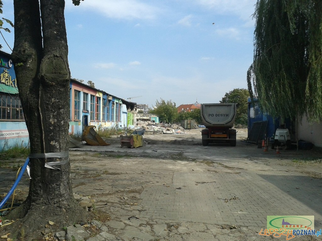 Rozpoczęła się rozbiórka pawilonów i hal przy ul. Gąsiorowskich 4  Foto: lazarz.pl /  eRTe