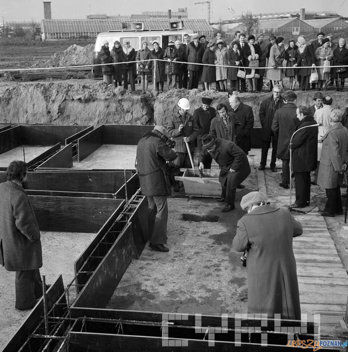 Wmurowanie aktu erekcyjnego - Osiedle Kopernika 4.11.1974  Foto: St Wiktor - Cyryl