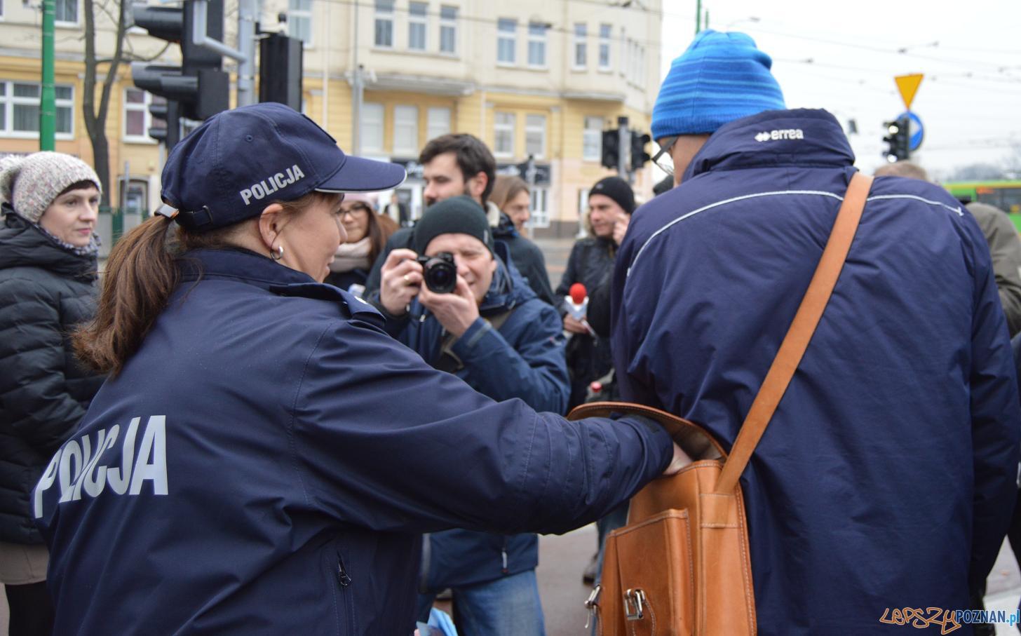 Policja i ZTM ostrzegaja przed kieszonkowcami  Foto: UMP
