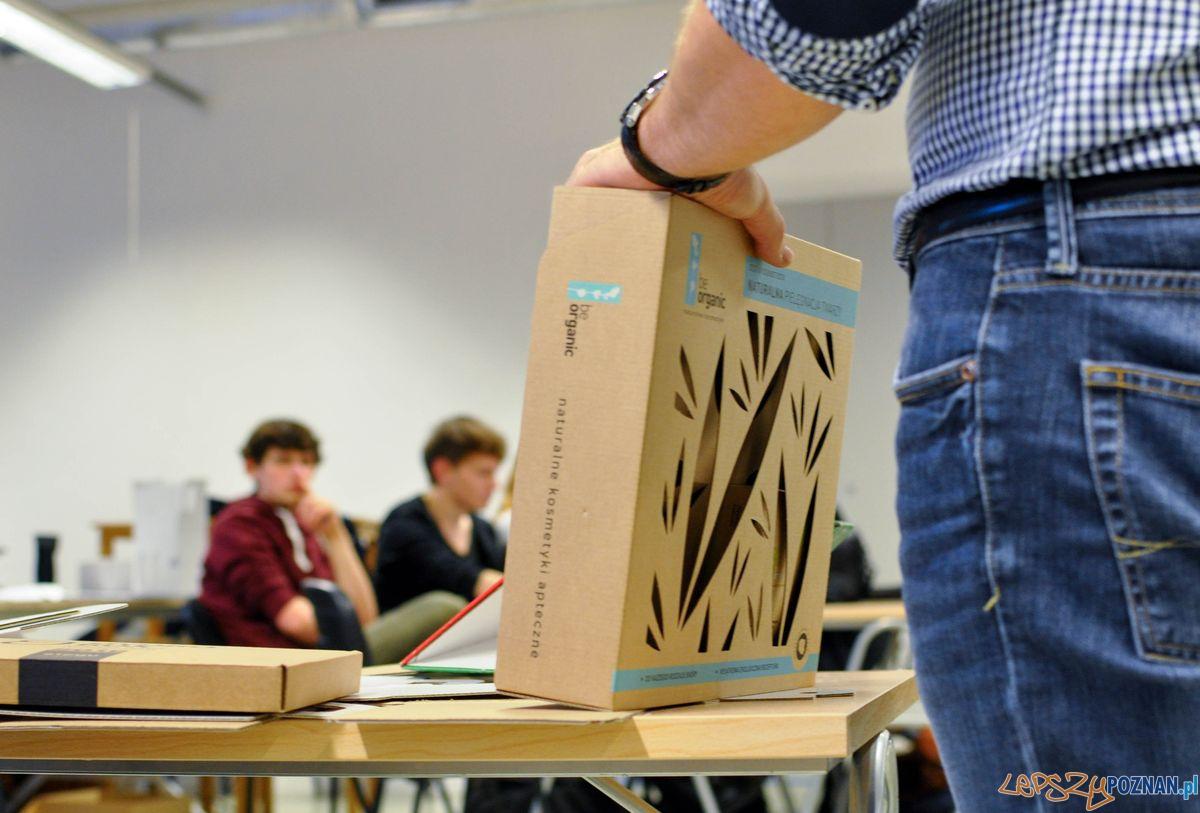 Studenci projektuja opakowania dla Allegro  Foto: SoF
