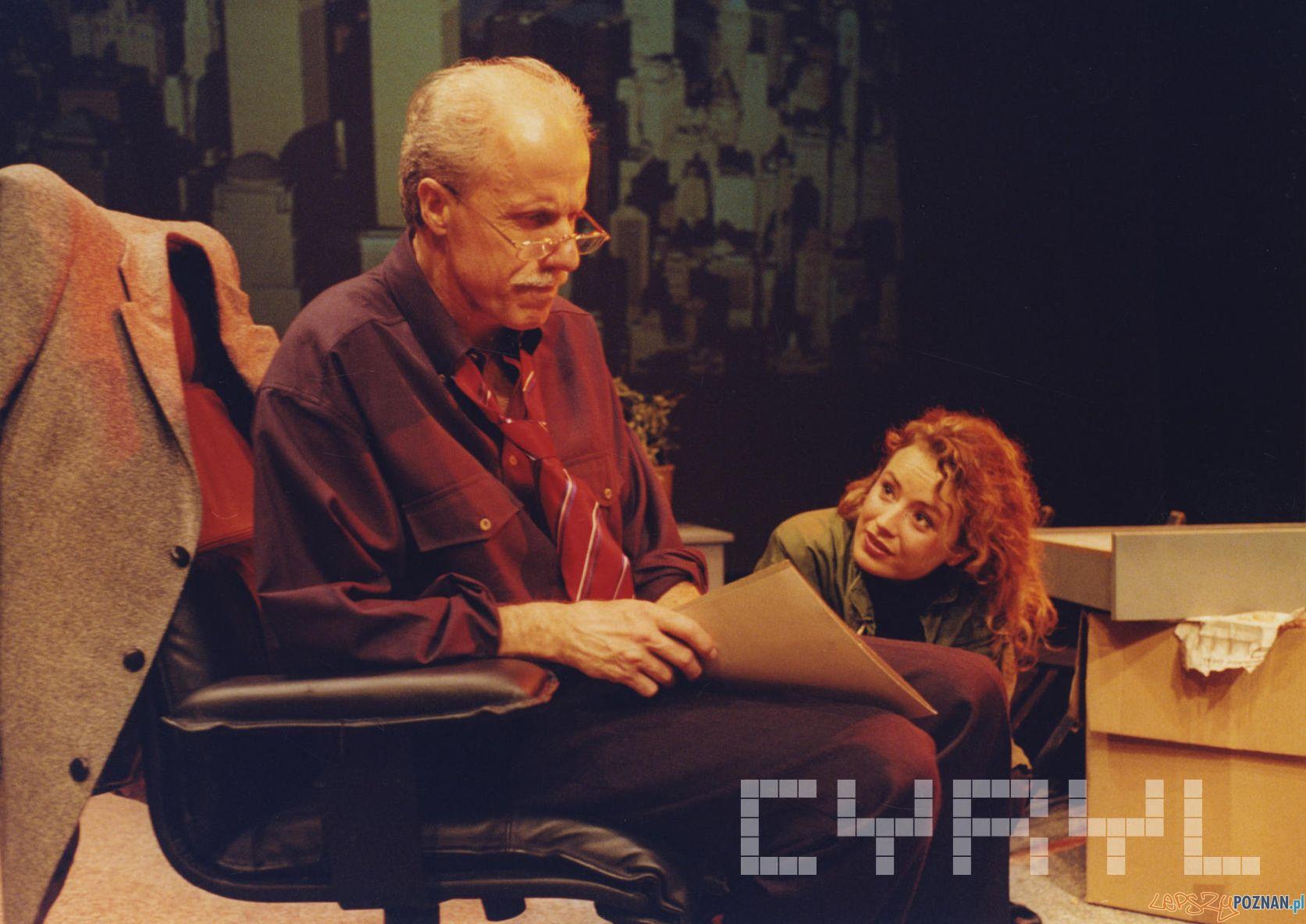 """Aleksander Machalica i Anna Piróg w spektaklu """"Oleanna"""" w Teatrze Nowym - 2002 r.  Foto: Bogusław Biegowski / Cyryl"""