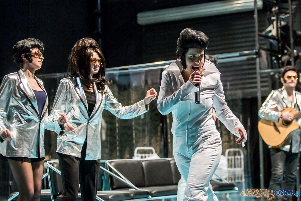 Elvis - Teatr Nowy w Poznaniu  Foto: Jakub Wiitchen