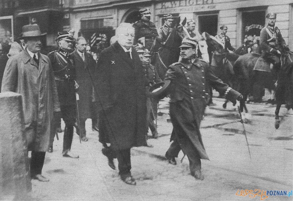 Wojciech Trąpczyński podczas powitania wojsk wracających z Warszawy po zamachu majowym 1926  Foto: wikiland