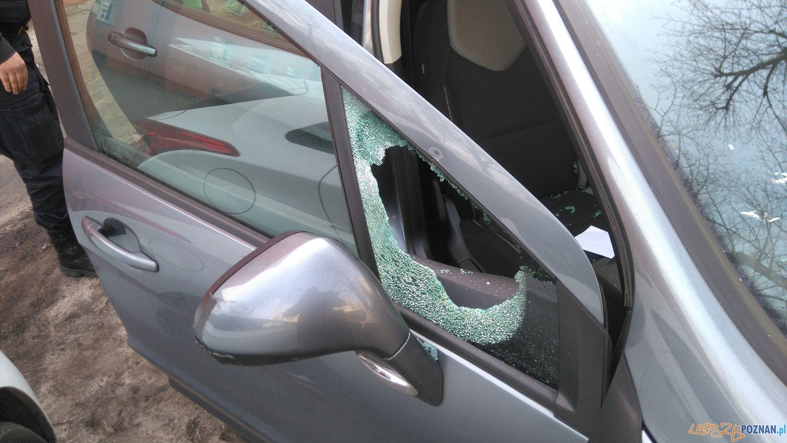 Interwencja strażników pomogła wydostać malucha z samochodu  Foto: Straż Miejska