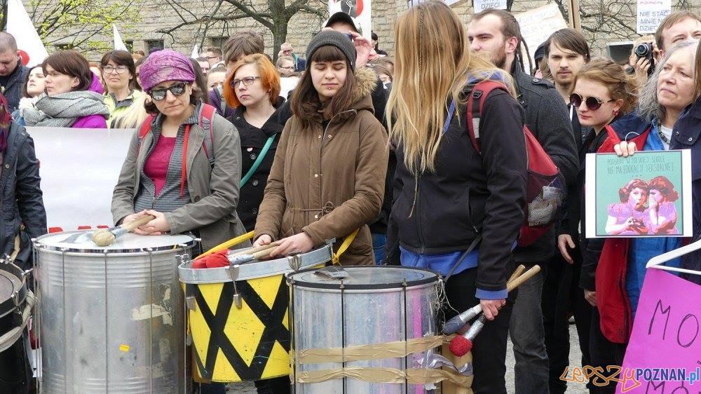 Manifestacja na Placu Mickiewicza  (2)  Foto: Agnieszka Klemińska