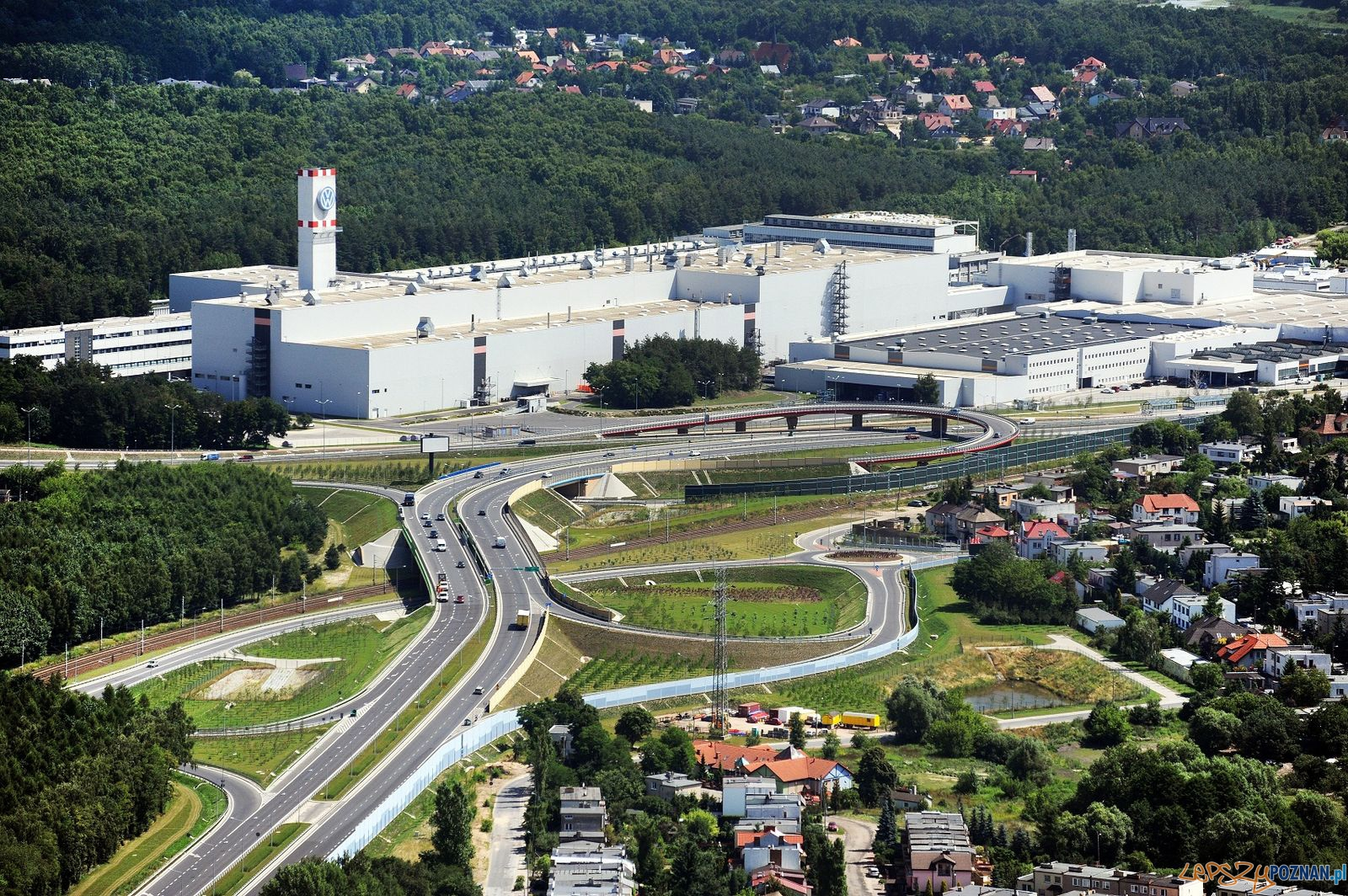 Antoninek - wiadukt i Volkswagen  Foto: materiały informacyjne VW