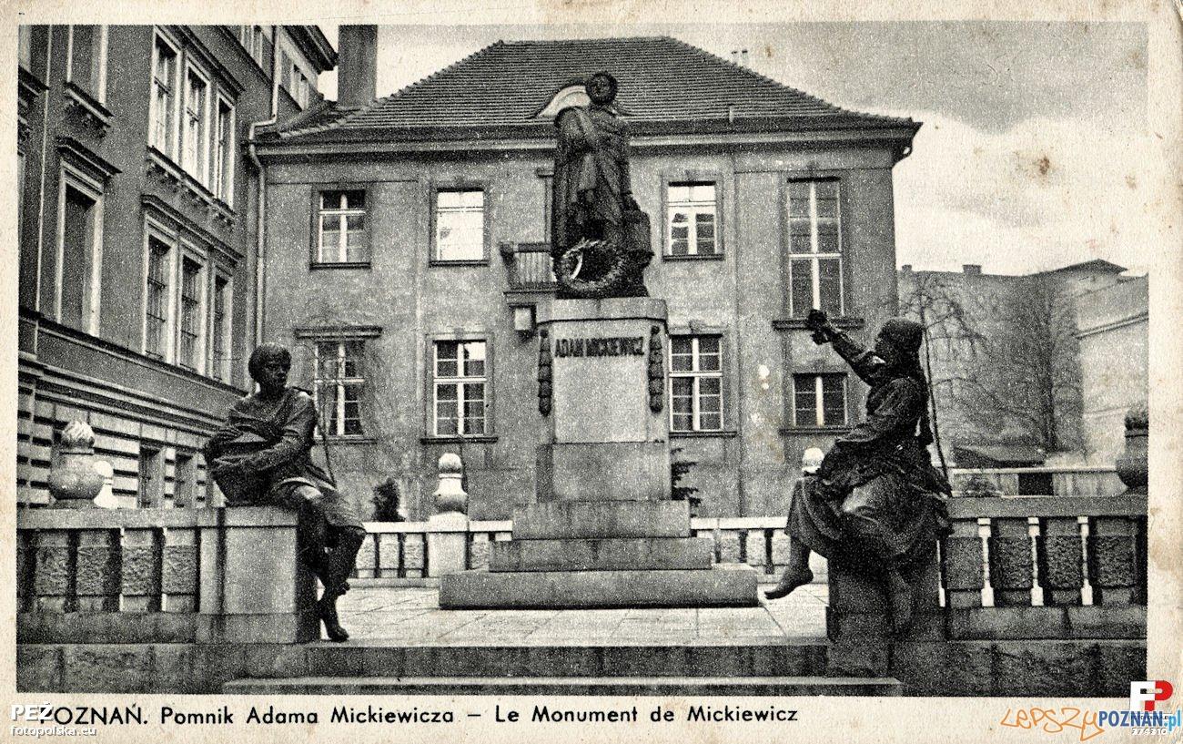 Pomnik Mickiewicza na Świętym Marcinie