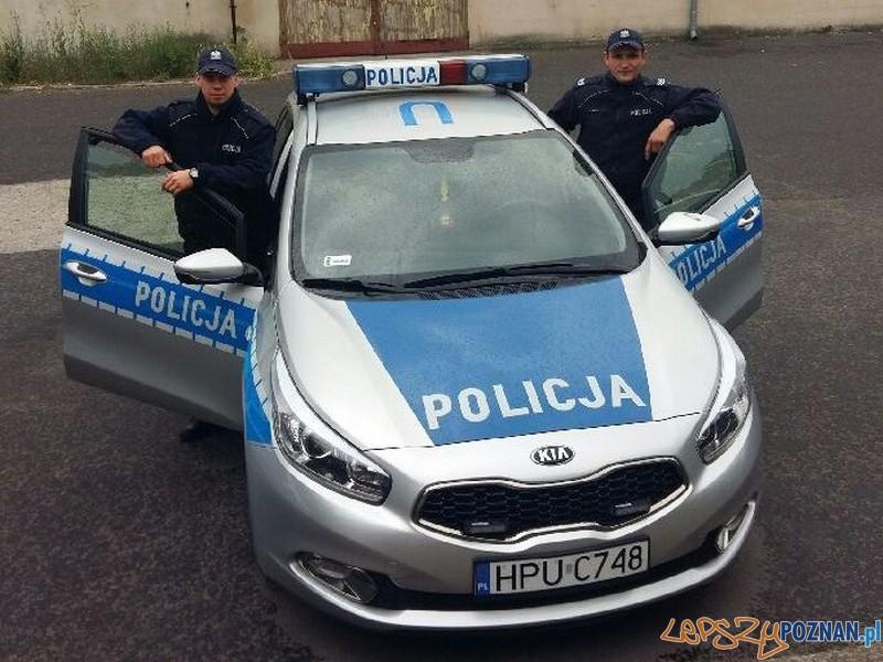 Policjanci uratowali desperatkę  Foto: KWP w Poznaniu