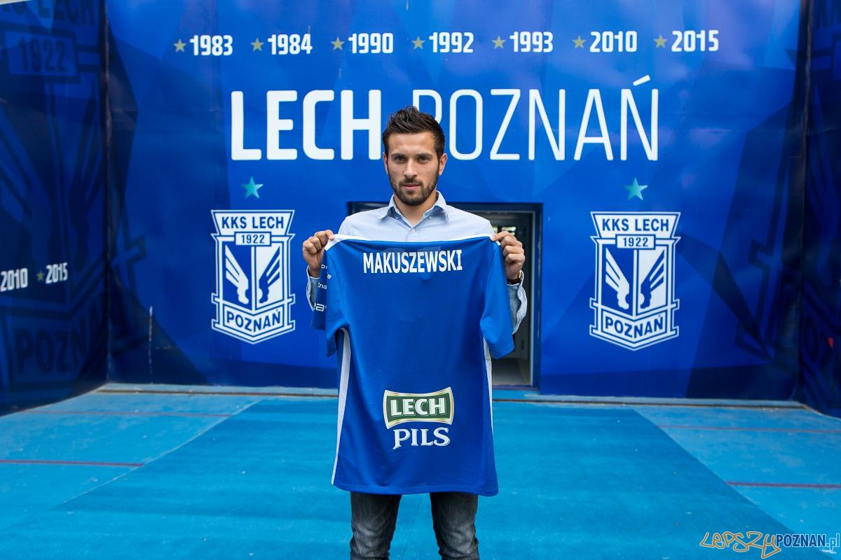 Maciej Makuszewski po podpisaniu kontraktu z Lechem Poznań  Foto: Lech Poznań / fot. Przemysław Szyszka